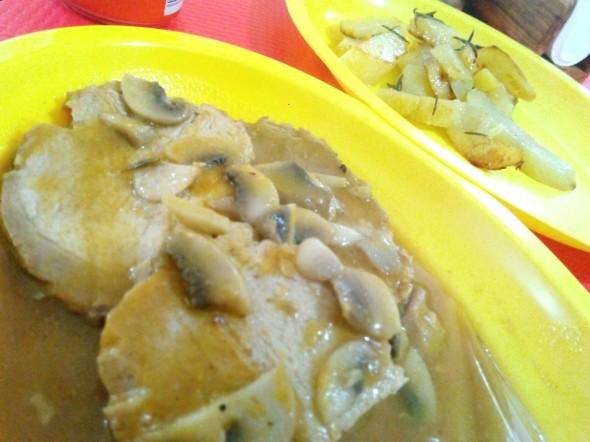 arrosto di carne con contorno di patate al forno