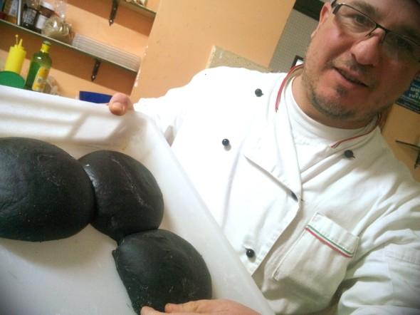 Perla nera , pizza a carboni